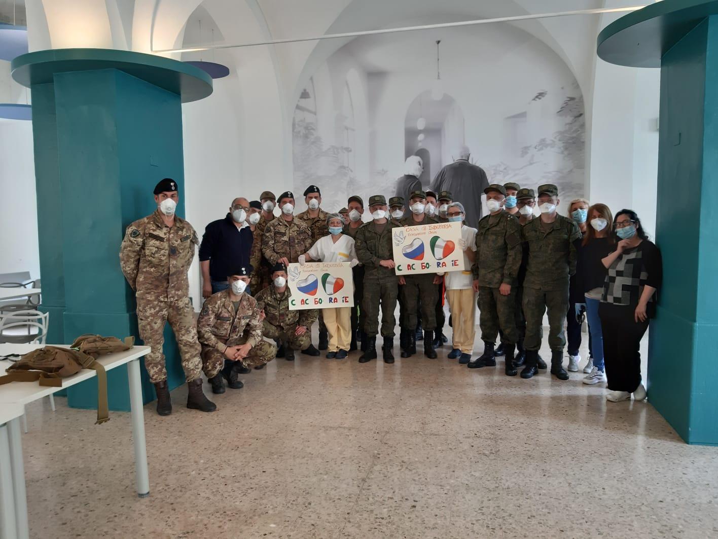 Militari italiani e russi a Casa di Industria